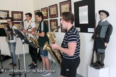 Inauguration en musique avec l'excellent Quintet de l'école de musique (dont le cinquième membre n'est évidemment pas le petit écolier de 1890 à droite de la photographie…)
