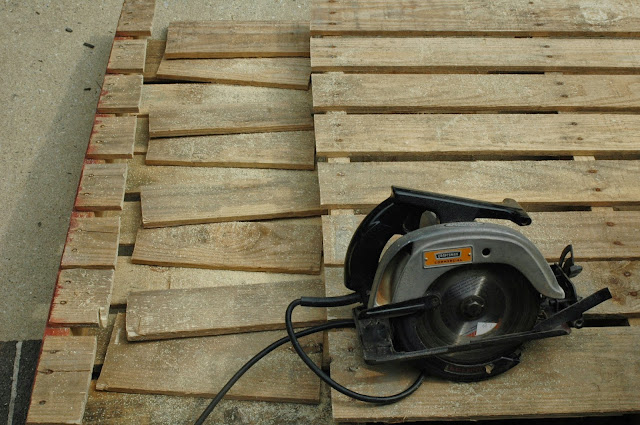 Cutting pallet wood with a circular saw