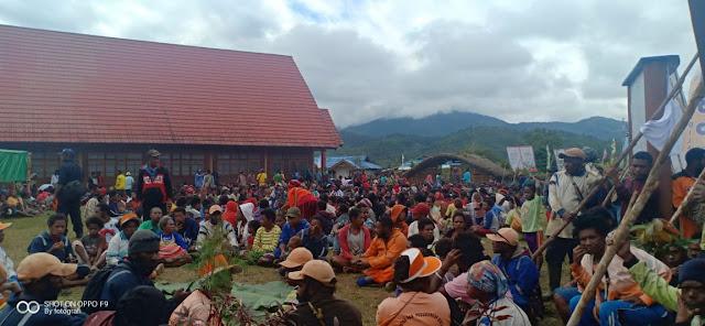 Warga Papua Sambut Hangat Satgas Kostrad Bantu Acara Masyarakat