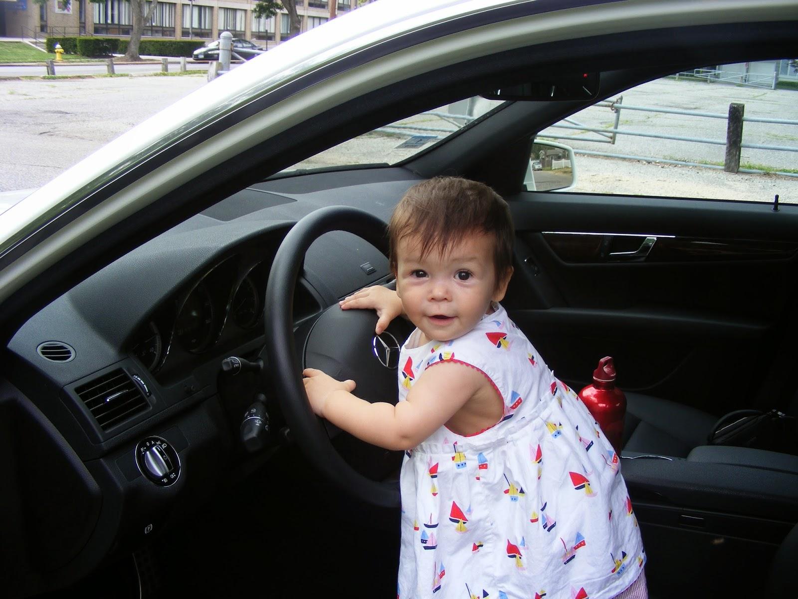 Bayi lucu menyetir mobil gratis