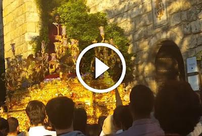Cautivo de Santa Genoveva en Reales Alcázares de Sevilla el Lunes Santo durante su Estación de Penitencia en la Semana Santa.