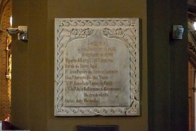 Placa comemorativa da inauguração da Catedral