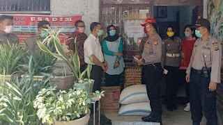 Cegah Wabah Virus Corona, Perwira Polda Sulteng Berbagi Masker dan Sembako