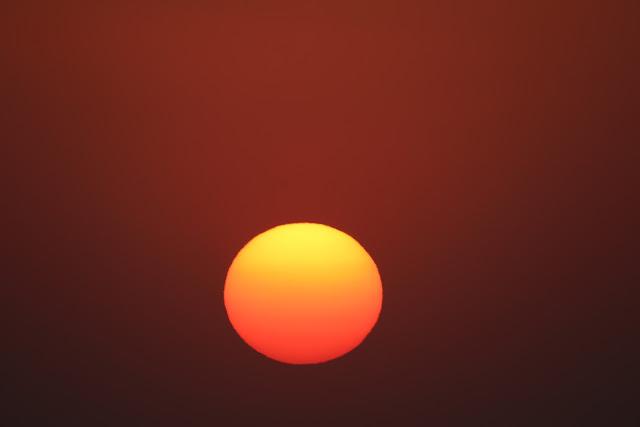 מרקורי על פני השמש בשקיעה