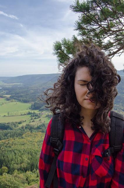 góry | krajobraz | Czechy | podróże | loki | włosy | kręcone | Broumovske Steny