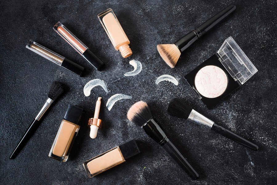 how to apply foundation on the face