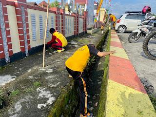 Jumat Bersih, Personil Polres Luwu Utara Laksanakan Kurvai Bersama