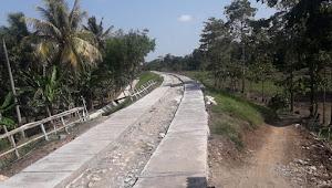 Warga Masyarakat Desa Sukanagara Giat Membangun