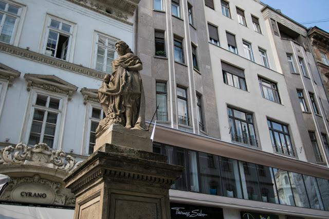 Statua su Vaci utca-Budapest