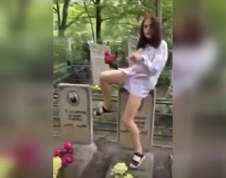 Подруга хабаровской школьницы: Она станцевала на могиле из-за шантажа