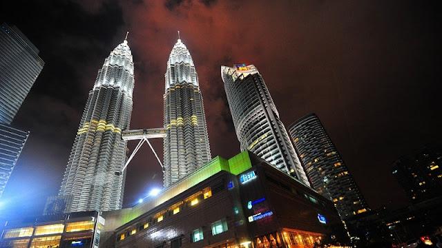 Menara kembar petronas di malam hari