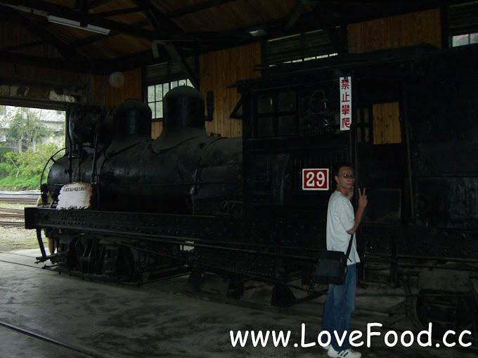 嘉義竹崎-奮起湖車庫-古老蒸汽火車展示 迷你的阿里山森林鐵路博物館-fen qi hu che ku
