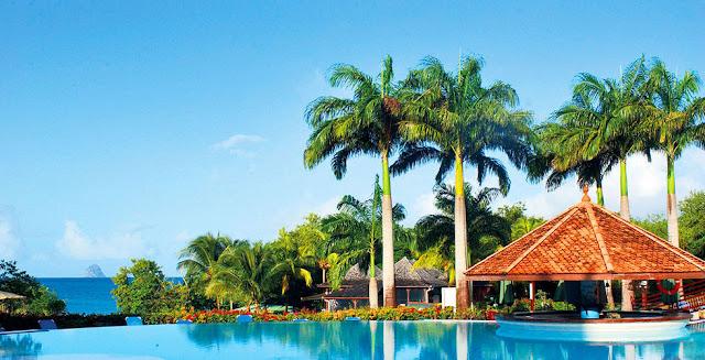 Piscine et Carbet à Pierre et vacances Martinique en séjour tout compris
