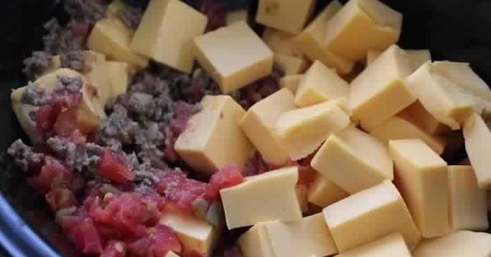 3 Easy Crockpot Hamburger Dip Recipes