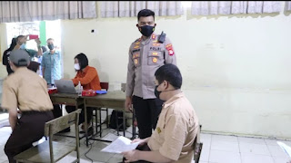 Kebut Vaksinasi, Kapolres AKBP Kadarislam Pimpin Tim Gerai Door to door berikan Vaksin Pelajar SMA 2 Negeri Makassar