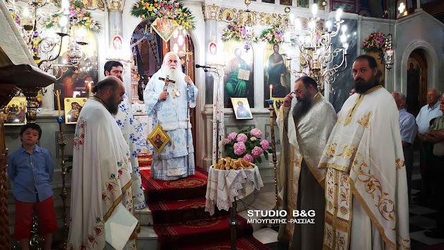 Αρχιερατική θεία λειτουργία Αγίου Πνεύματος στην Αγία Τριάδα Μιδέας (βίντεο)