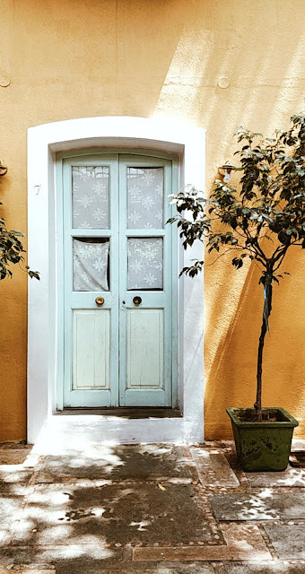 Pondicherry-travel-weekend-getaway-style prism-blog-hotel du parc-yellow wall-blue door