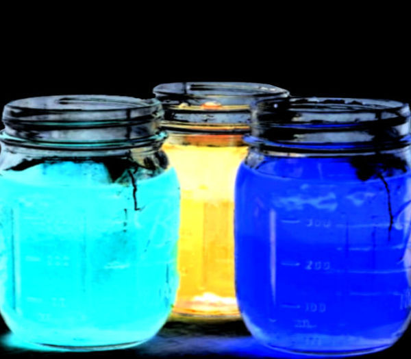 WOW the kids and grow your own glowing crystals.  This fun science experiment will have the entire family in awe! #glowingcrystals #glowingcrystals #glowingscienceexperiments #glowingcrystalsforkids #crystals #scienceexperimentskids #sciencefairprojects #scienceprojects #science #growingajeweledrose #activitiesforkids