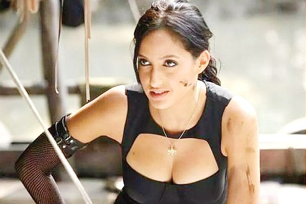 baahubali actress nora fatehi hot pics