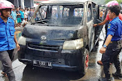 Mobil Terbakar Di Jalan Veteran, Damkar Sigap Padamkan Api