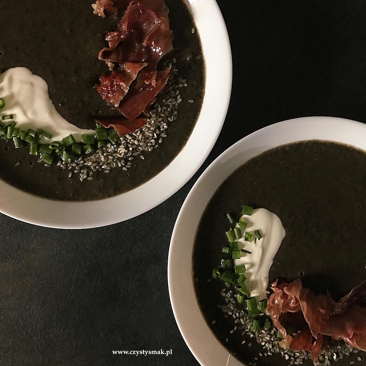 Czarna zupa krem z fasoli i soczewicy