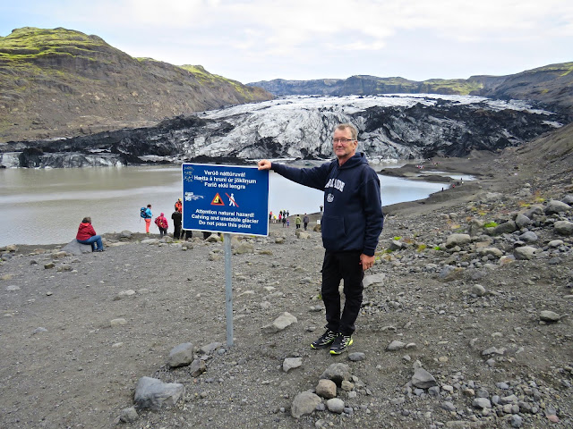 Eyjafjallajökullin jäätikön laidalla