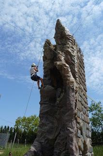 Yolanda escalando en Deltaventur.