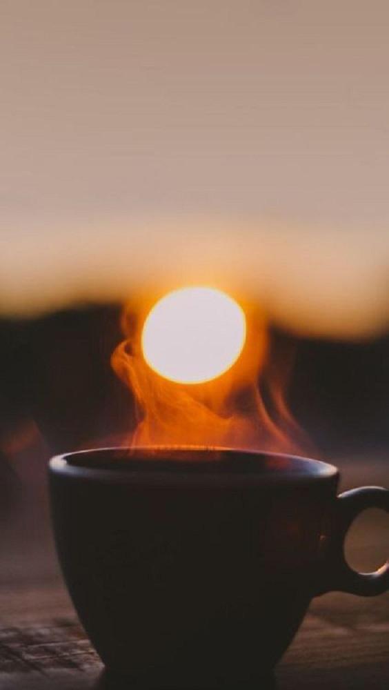 Gambar kopi hitam dalam gelas