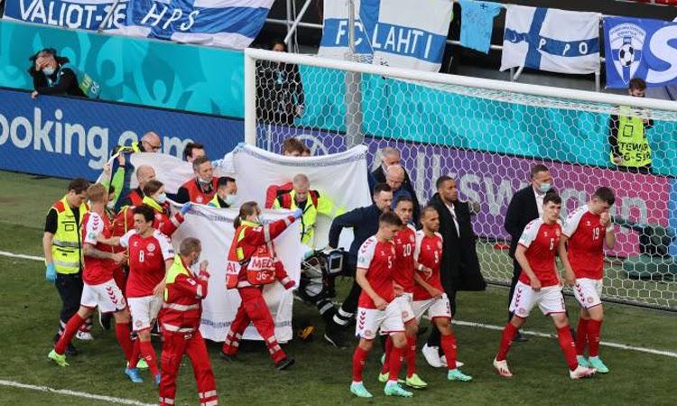 Eurocopa: Jogador da Dinamarca desmaia em campo e partida é interrompida
