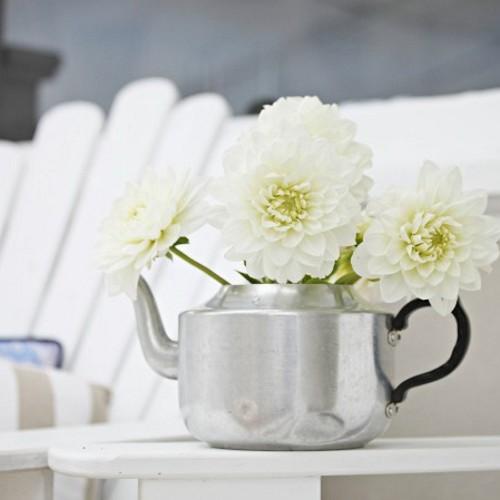 Como usar bules no lugar de vasos na decoração