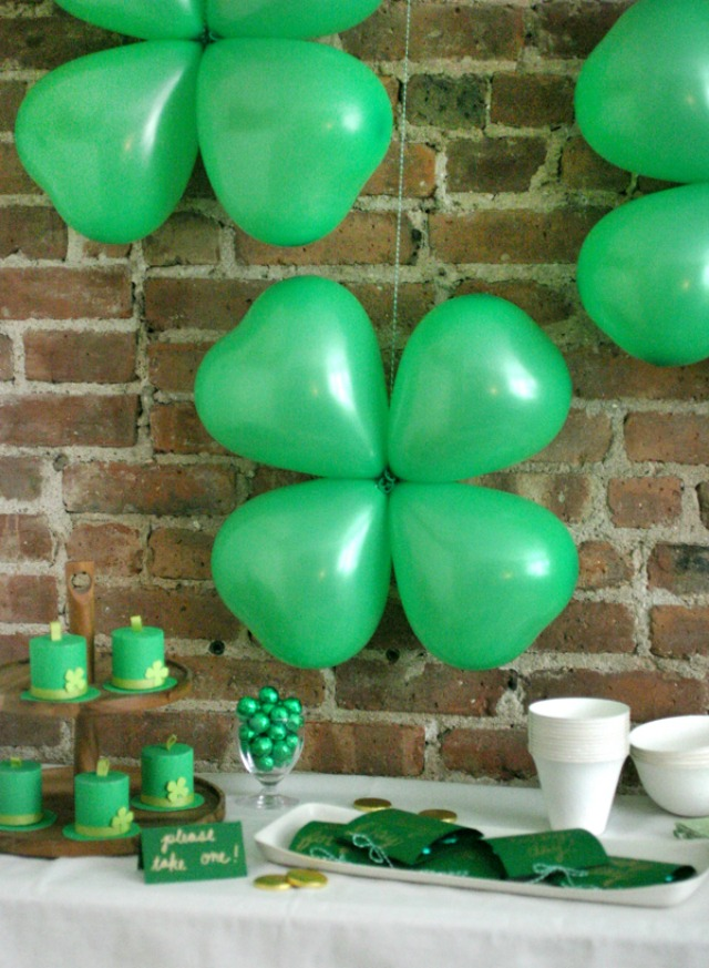 Tie 4 green heart balloons together to make shamrocks for your St. Patrick's Day party - genius!