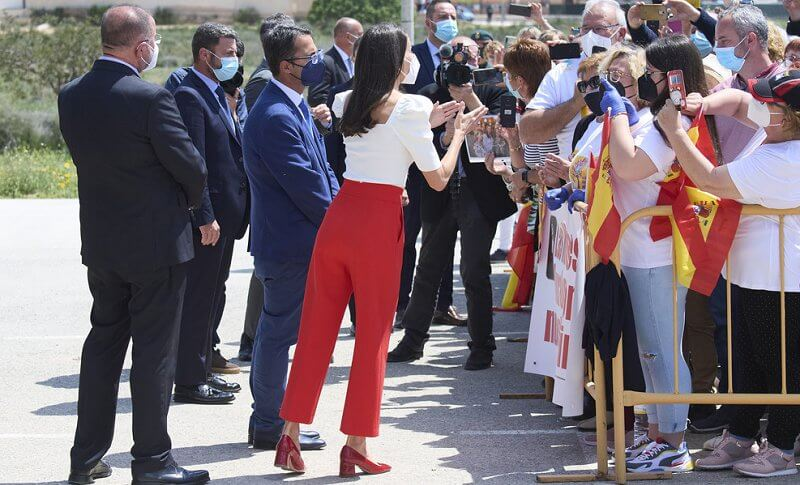 Queen Letizia wore new white square neckline sweater,  buttoned red culottes and red shoe from Uterque