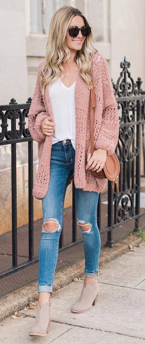 how to wear a knit cardigan : bag + white top + skinny jeans + boots