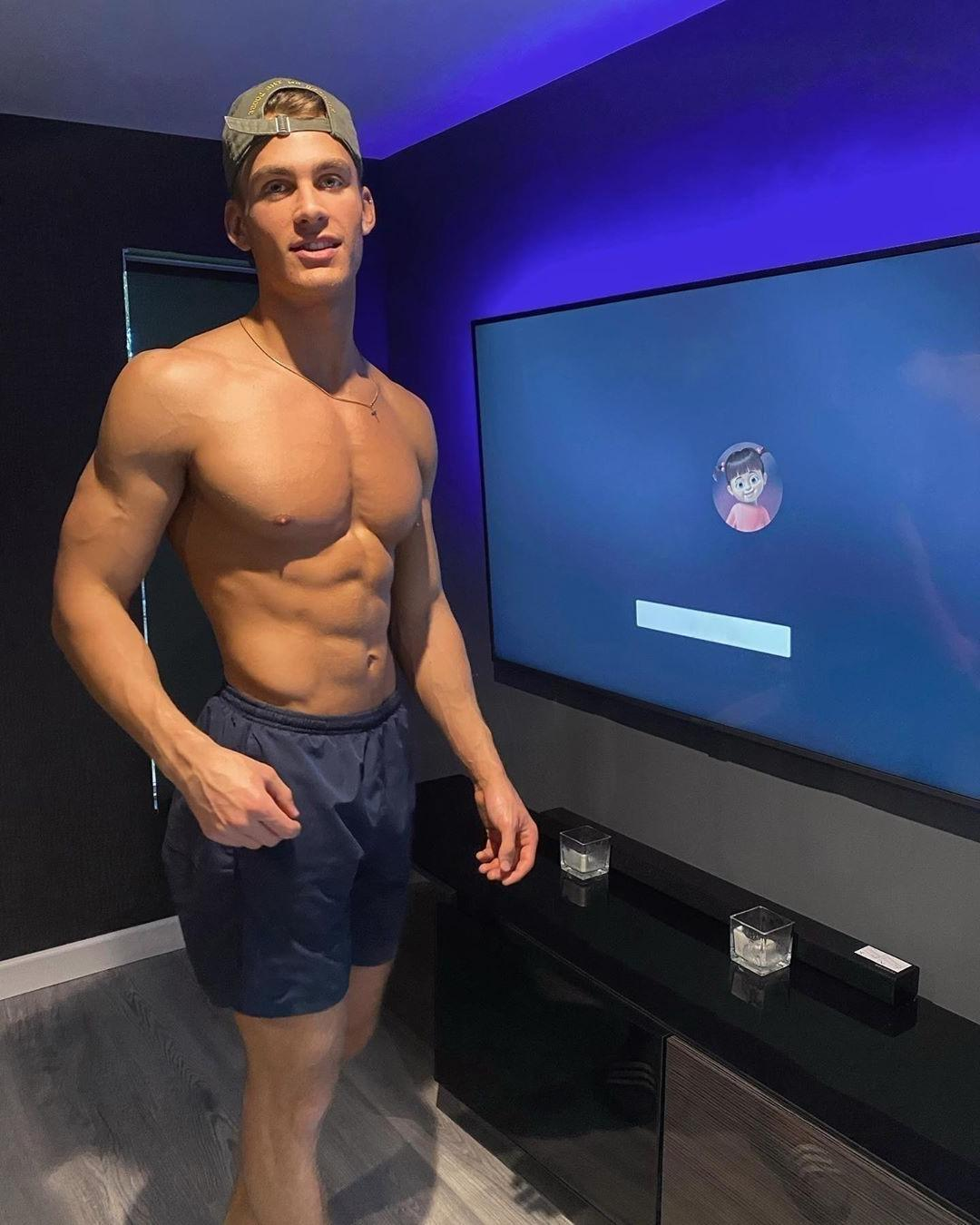 shirtless-fit-hunk-bad-boy-netflix-chill-home-date
