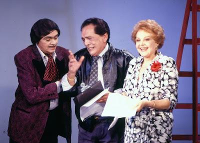 Chico Anysio, Lúcio Mauro e Eva Todor durante gravaçãode 'Chico Anysio Show' em 1988 — Foto: Acervo TV Globo