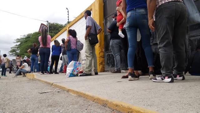 TRANSPORTISTAS DE BARQUISIMETO DEVALÚAN EL DÓLAR A LOS USUARIOS