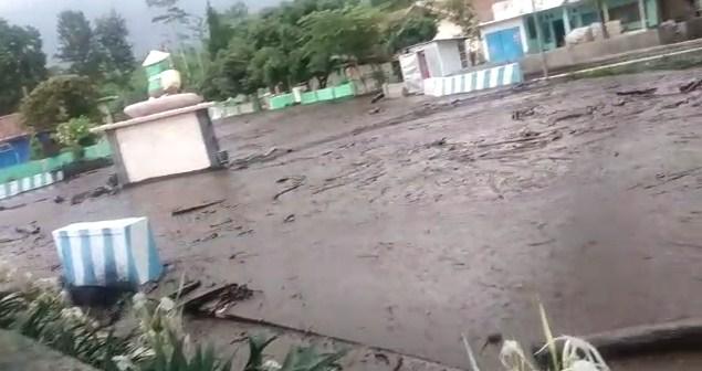 Banjir Bandang Terjang di Kecamatan Ijen Kabupaten Bondowoso