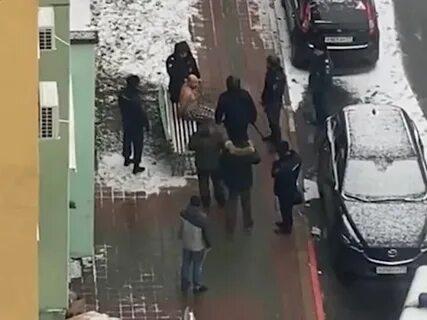 Белгородец задушил беременную жену на глазах у 10-летнего сына и выпрыгнул в окно, спасаясь бегством — видео