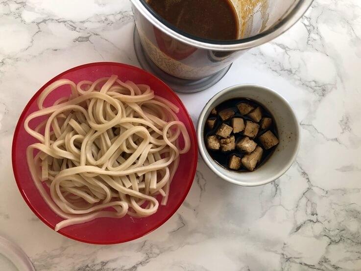 Ramen de miso con udon y tofu