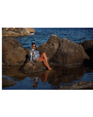 Music star #Ashanti dazzles in metallic dress