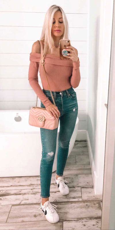 26 Charming Fall Outfits for College Girls. All Casual Fall Wear Every Girl Who Goes to College Will Love. High School Fashion +Teen Outfits via higiggle.com | cute girl outfits | #falloutfits #college #teenoutfits #cute