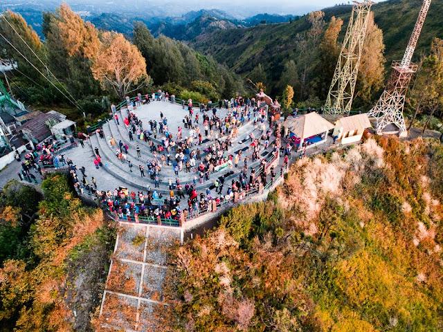 Objek wisata penanjakan bromo diambil dari drone