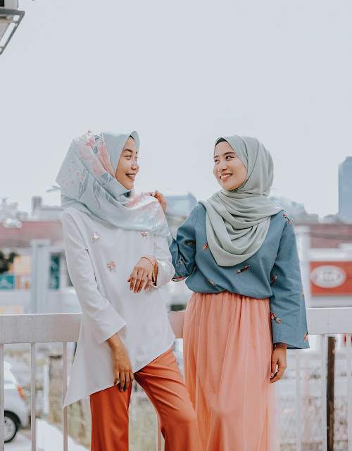 Look Casual with Dress Motif