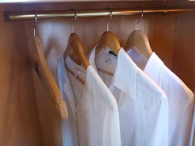 Blusen im Schrank