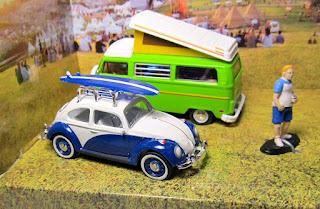 GreenLight Volkswagen Summer Festival Diorama