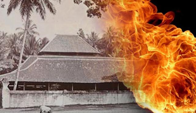 Masjid Agung Cirebon Dihantam Guna-Guna