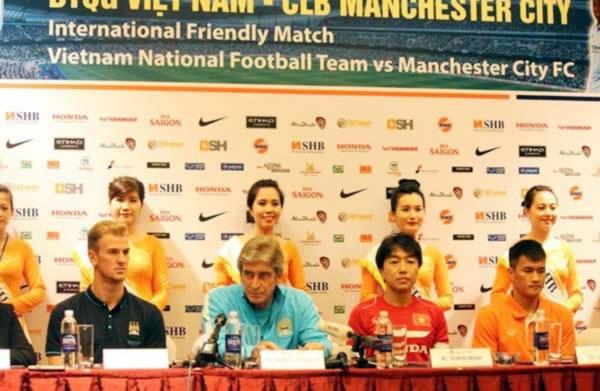 Đại diện Man City với Việt Nam trong buổi họp báo
