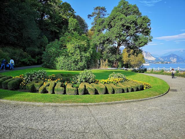 Siepi , piante e fiori Villa Pallavicino