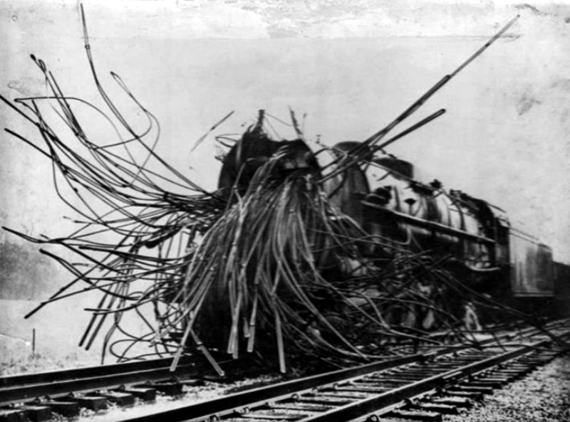 24 Bizarre Vintage Photos of Steam Engines After a Boiler Explosion From the Late 19th and Early 20th Centuries