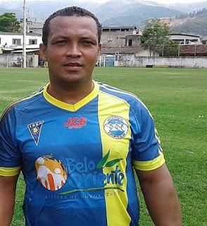 Zagueiro Arnaldo reforça o time